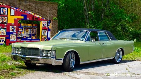 Lincoln Continental Old money