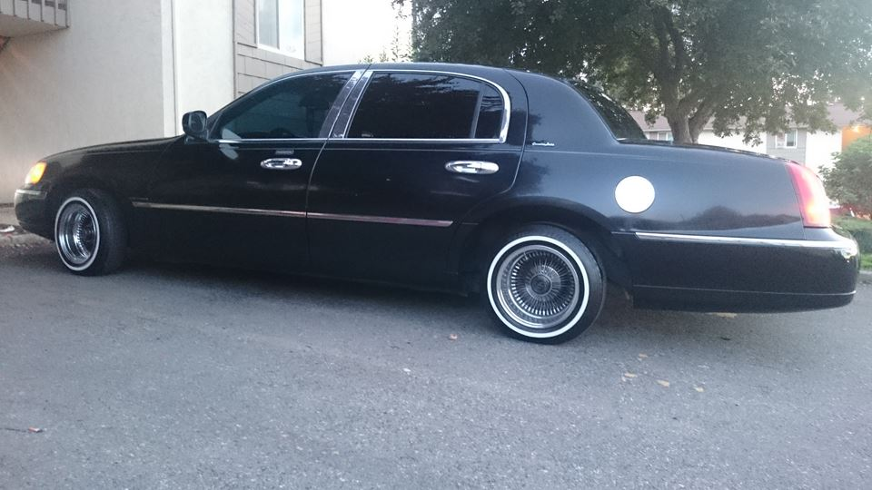 Lincoln Town Car Drivn