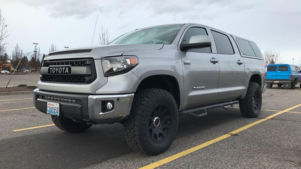Toyota Tundra Silvr Drivn